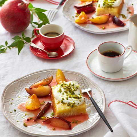 Zitronenkuchen mit Zimtpflaumen