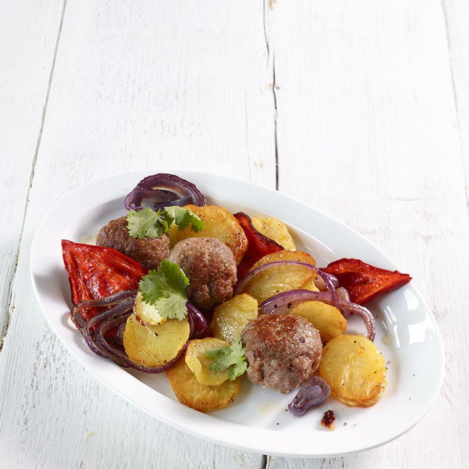 Mettbällchen und Gemüse vom Blech
