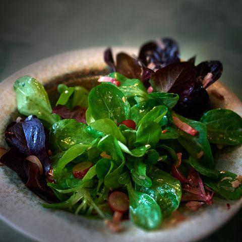 Feldsalat mit Trauben-Speck-Vinaigrette
