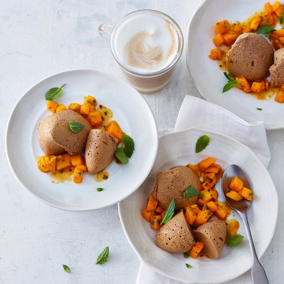 Espresso-Mousse mit Mango-Relish