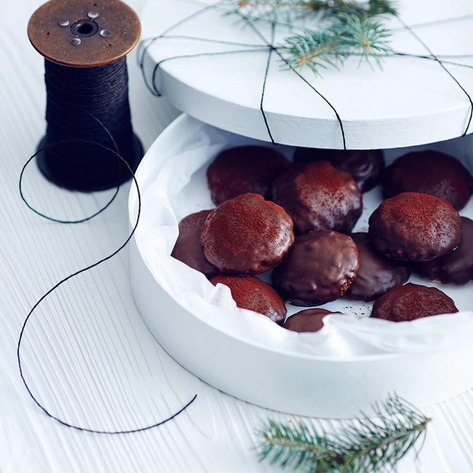 Haselnuss-Lebkuchen mit Preiselbeeren