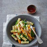 Tortiglioni mit Möhren, Spinat und Nüssen