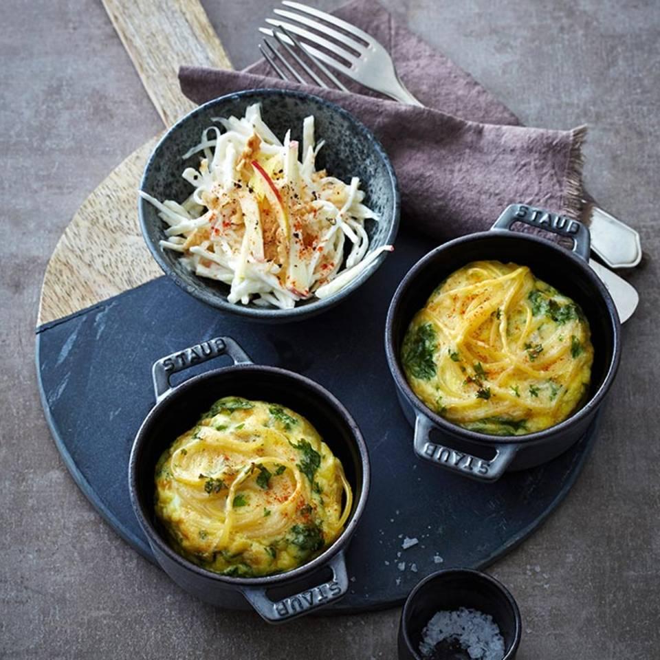 Spaghetti-Küchlein mit Waldorfsalat  Rezept