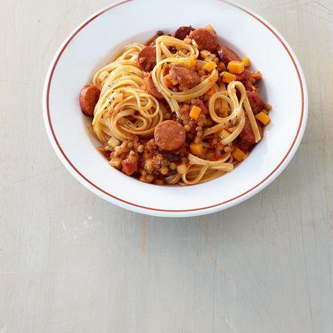 Nudeln mit Linsen-Chorizo-Ragout