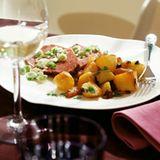 Gepökelter Tafelspitz mit Frühlingszwiebel-Vinaigrette