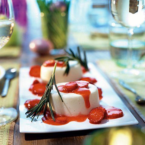 Limoncello-Creme mit Erdbeersalat