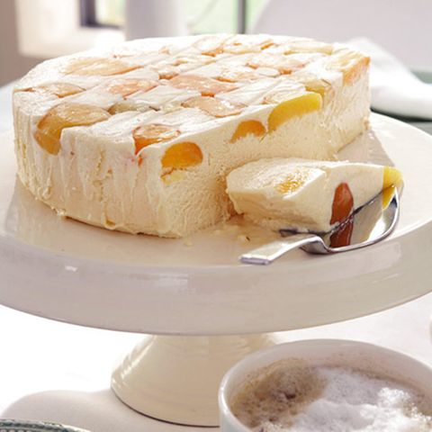 Marzipan-Semifreddo mit Aprikosen