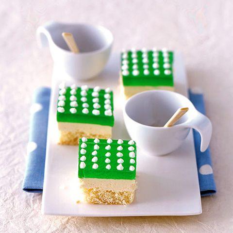 Grün-weiße Buttercreme-Schnitten