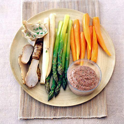 Gemüseteller mit Olivencreme