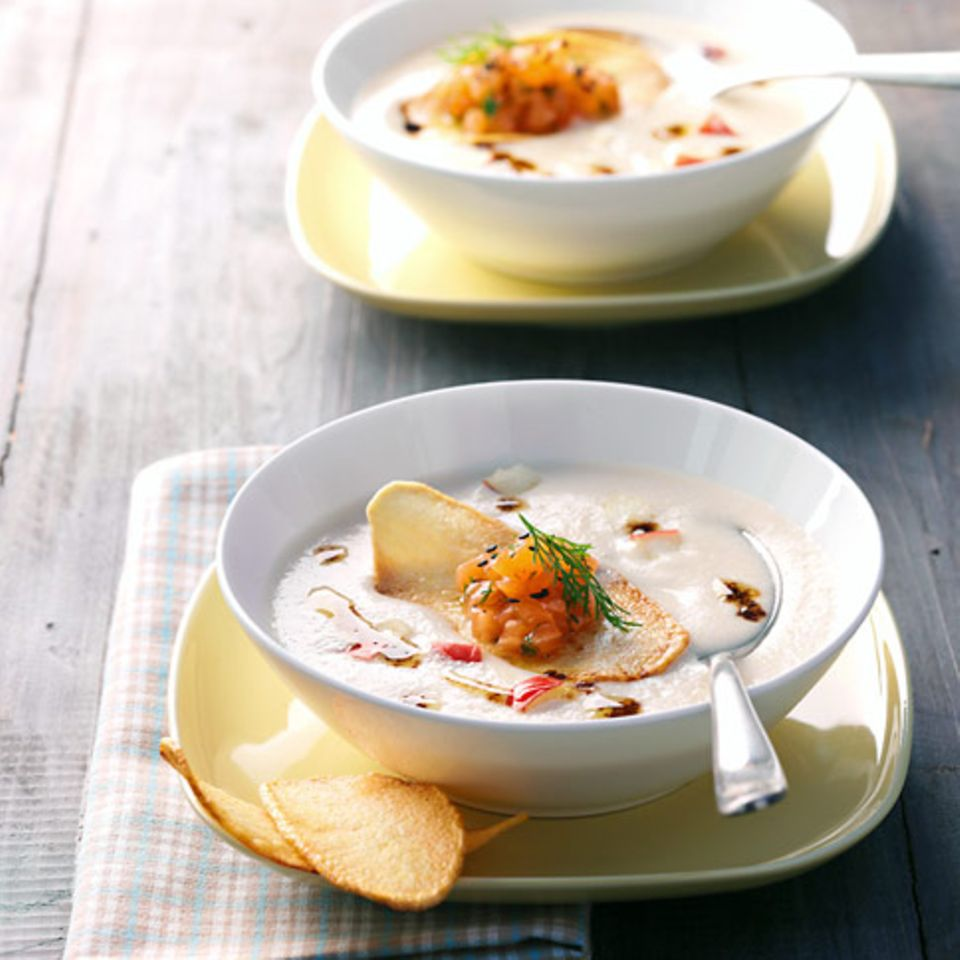 Apfel-Kartoffelsuppe mit Lachstatar