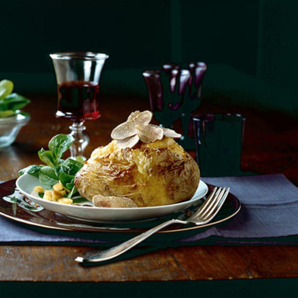 Ofenkartoffel mit Bergkäse und Trüffel