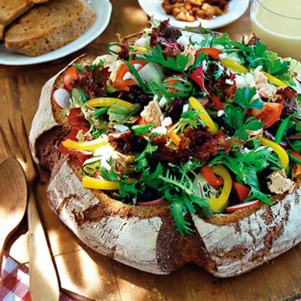 Salat im Brotlaib