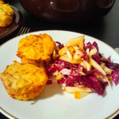 Pikante Muffins mit Radicchio-Birnen-Salat