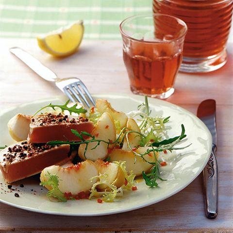 Pfirsichsalat mit Thunfischfilet