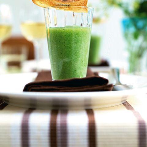 Kaltschale mit Oliven-Crostini