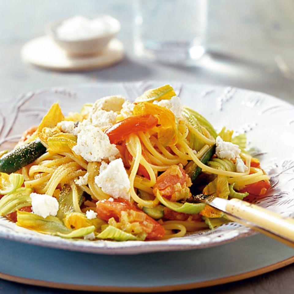 Pasta mit Zucchiniblüten und Ricotta