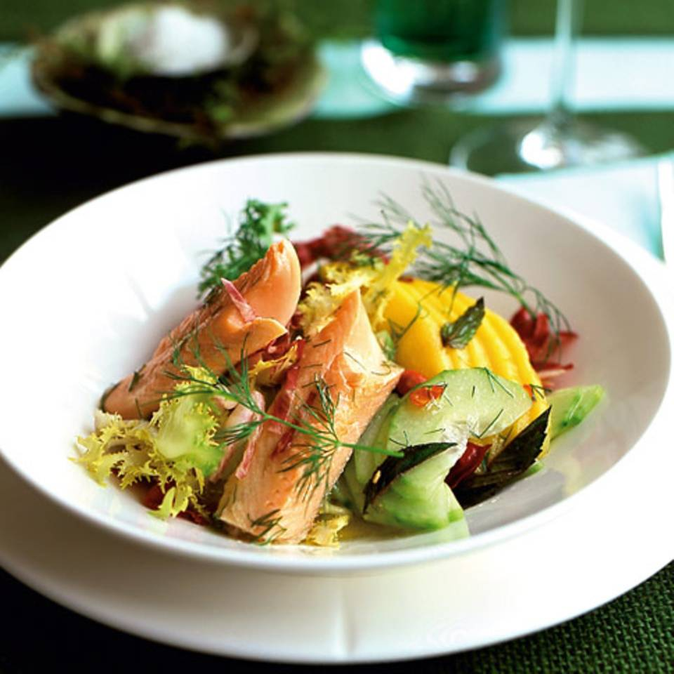 Mango-Gurken-Salat mit Saibling Rezept