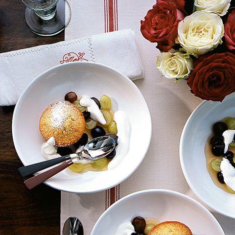 Mandelmuffins mit Traubenkompott