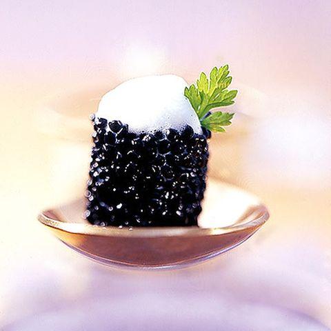 Algenkaviar mit Kerbelschaum