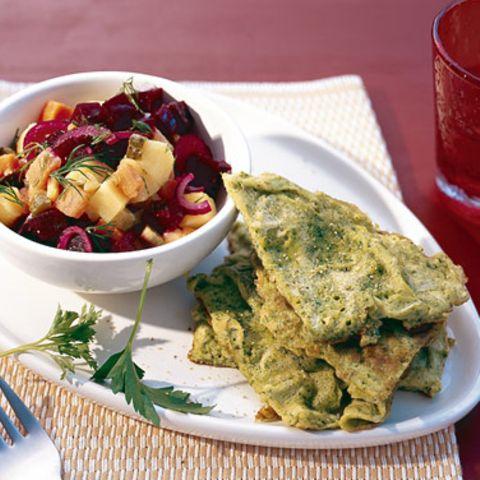 Rote-Bete-Kartoffelsalat mit Kräuterrührei