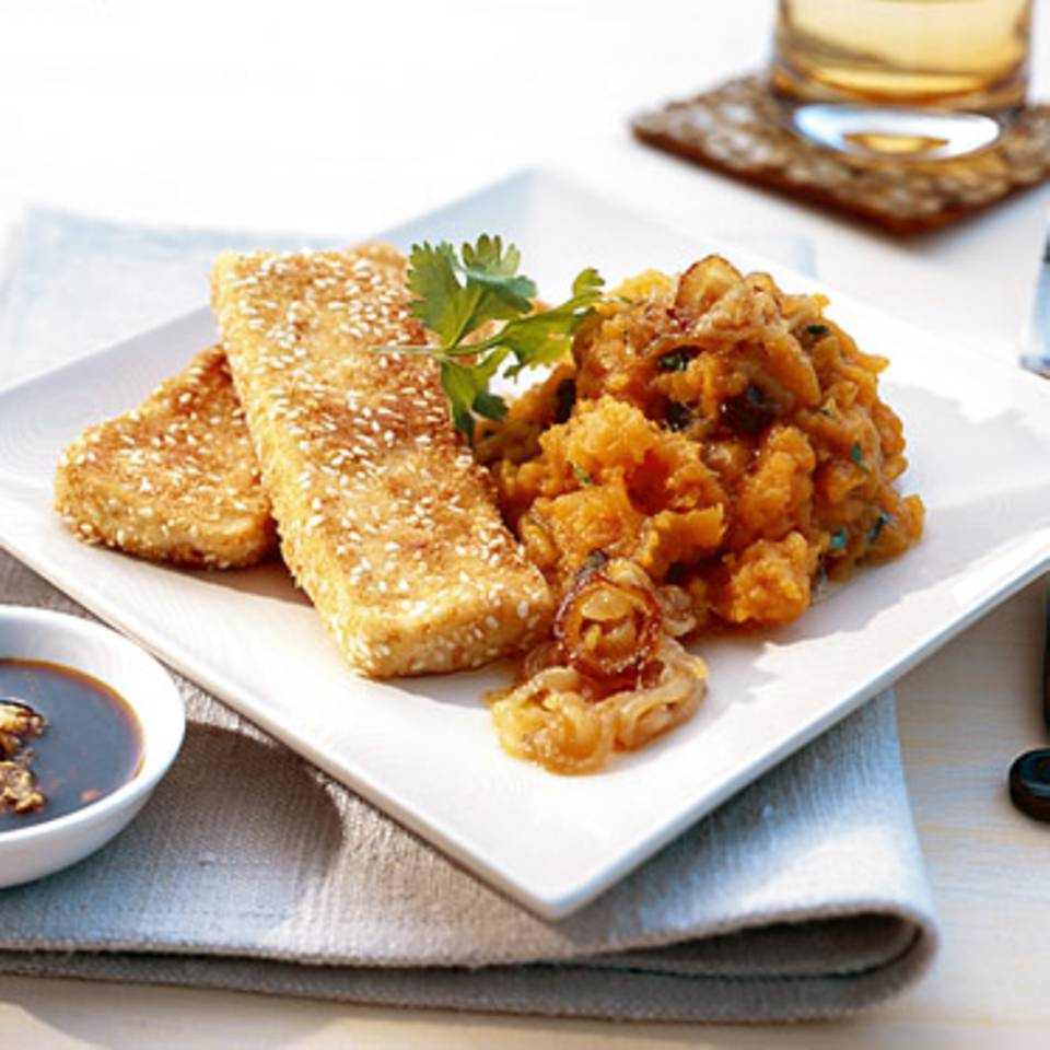 Süßkartoffelpüree mit Sesam-Tofu-Schnitzeln Rezept