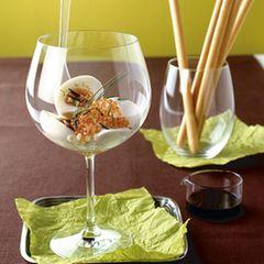 Eier im Glas mit Forellenkaviar