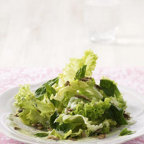 Salat mit Pesto-Dressing