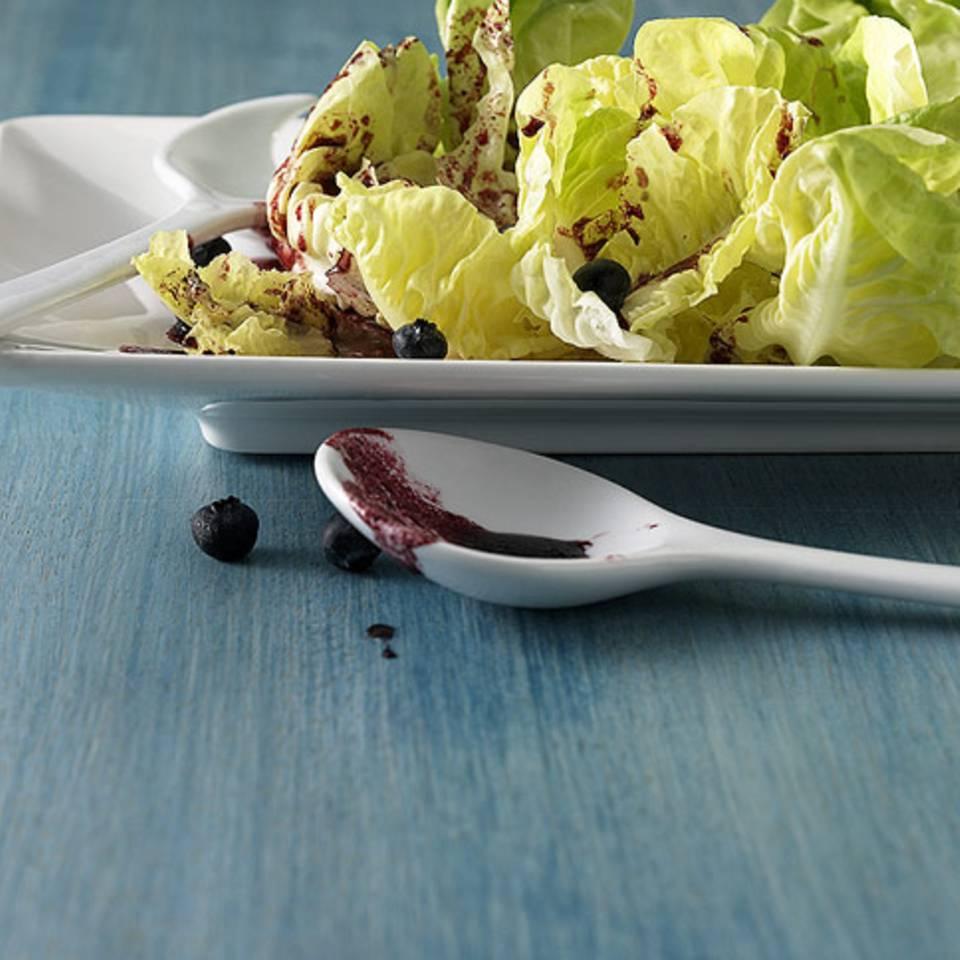 Salat mit Beerendressing Rezept