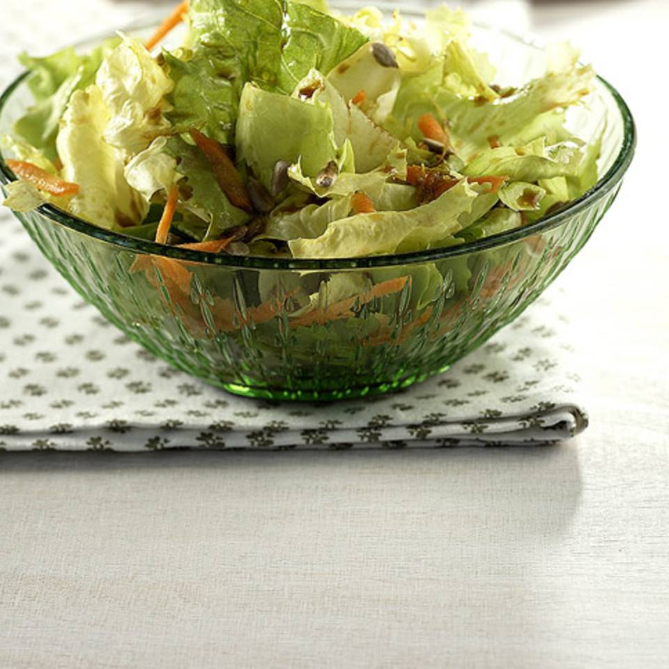 Salat mit Sirup-Dressing Rezept
