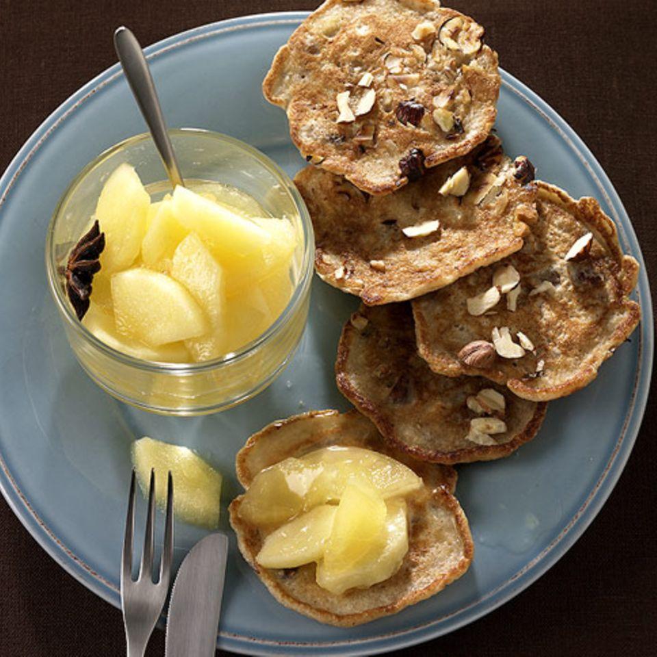 Nuss-Blini mit Apfelkompott