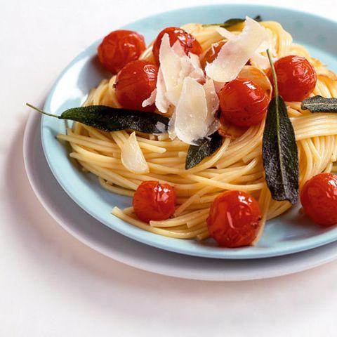 Spaghetti mit Salbei und Tomaten