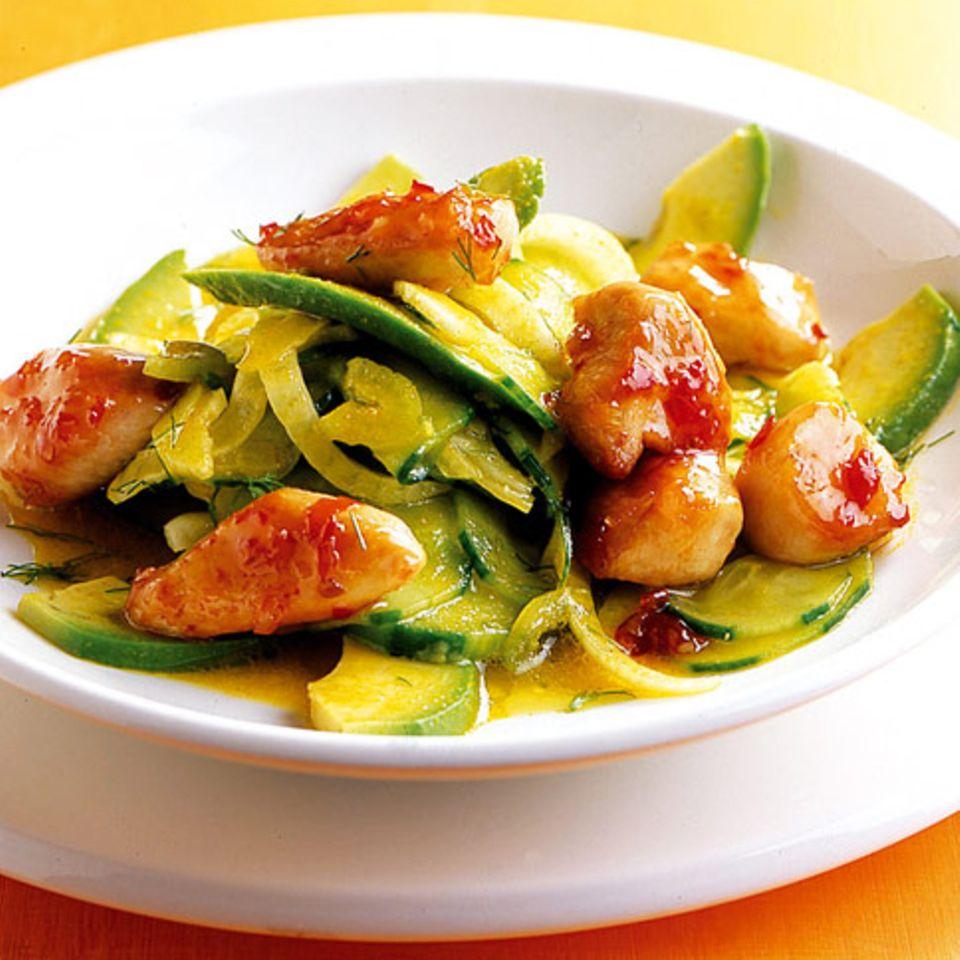 Gurken-Fenchel-Salat mit scharfem Huhn