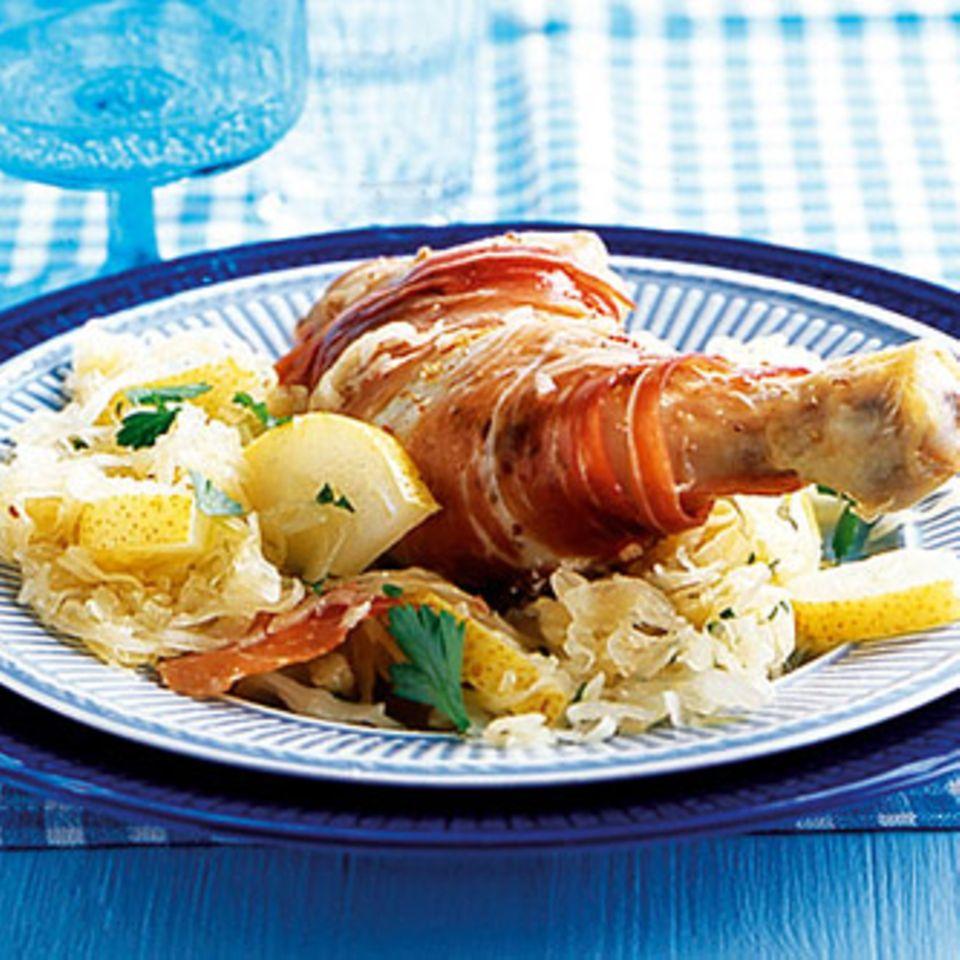 Hähnchenkeulen auf Birnen-Sauerkraut