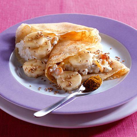 Crêpes mit Bananen und Hüttenkäse
