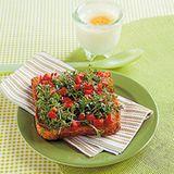 Paprikatoast mit Kresse und Ei