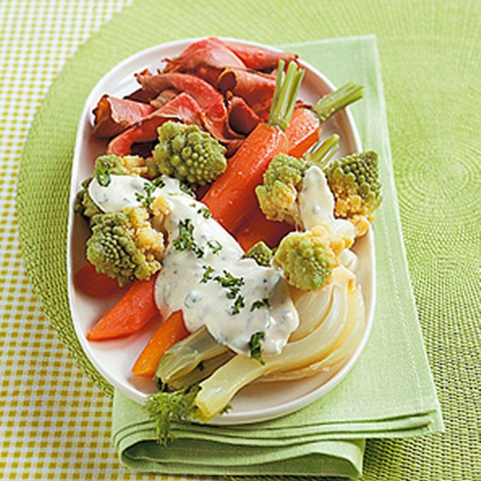 Gemüseplatte mit Petersiliendip