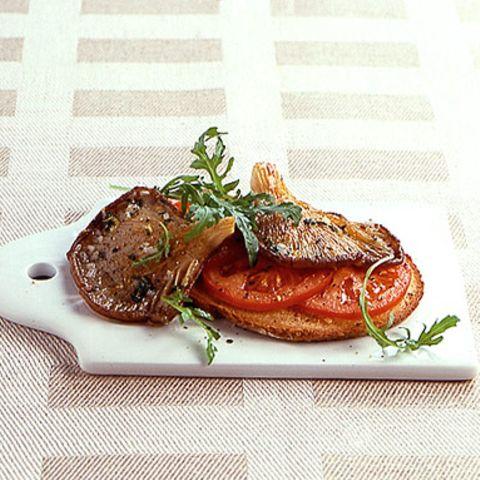 Austernpilze auf Tomaten-Röstbrot