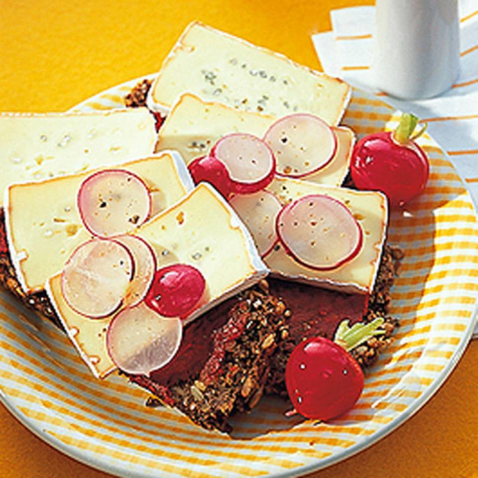 Vollkornbrot mit Rotschimmelkäse Rezept