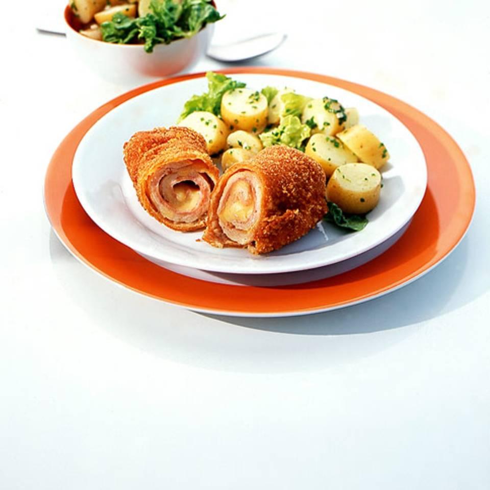 Cordon-bleu-Rouladen mit Pellkartoffelsalat Rezept