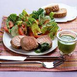 Pochiertes Kalbsfilet mit Raukepesto und Salat