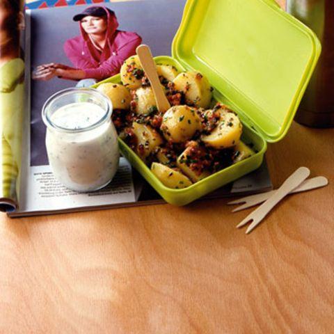 Italienischer Kartoffelsalat mit Basilikum-Dip