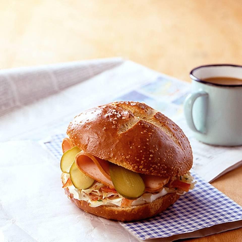 Leberkäse-Krautsalat-Burger Rezept
