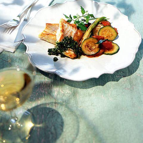 Lengfisch mit Salsa verde und Frühlingsgemüse