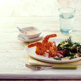 Kräutersalat mit gebratenen Garnelen