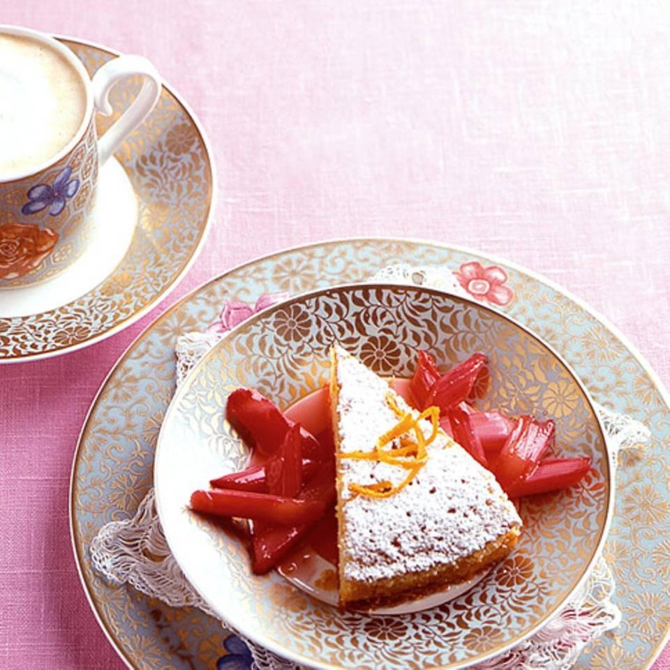 Orangen-Grießkuchen mit Rhabarber Rezept