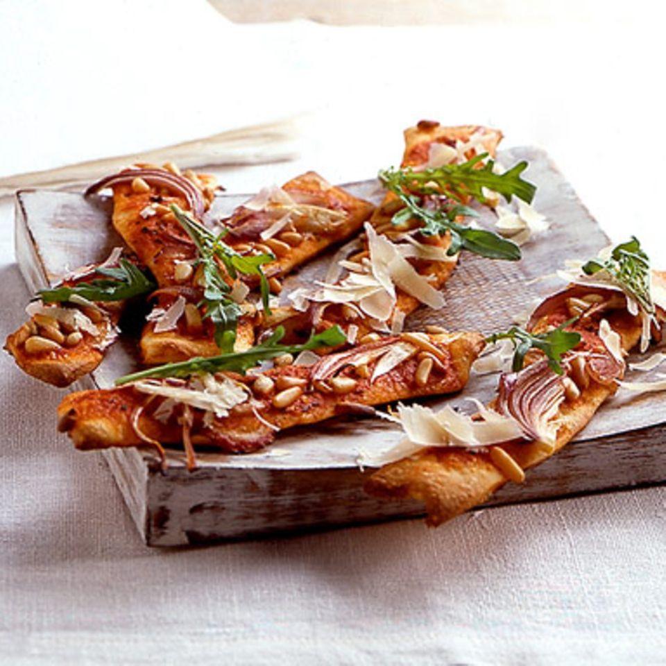 Pizzastreifen mit Pinienkernen
