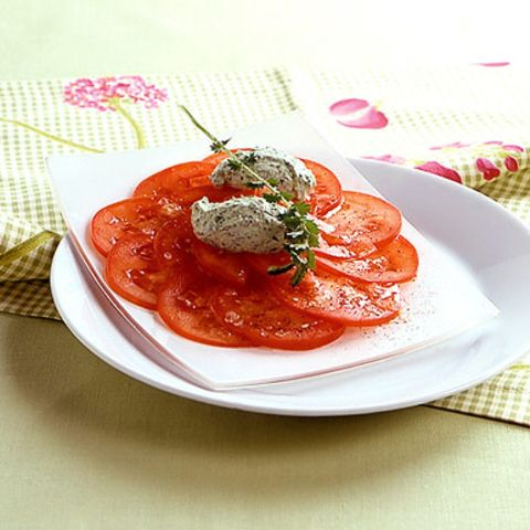 Frischkäsenocken mit Tomatensalat
