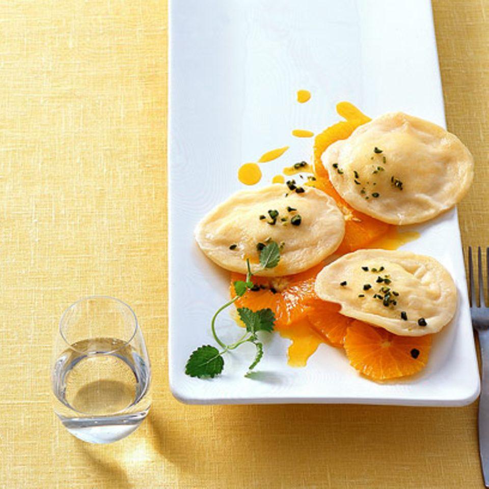 Joghurt-Ravioli mit Orangensalat