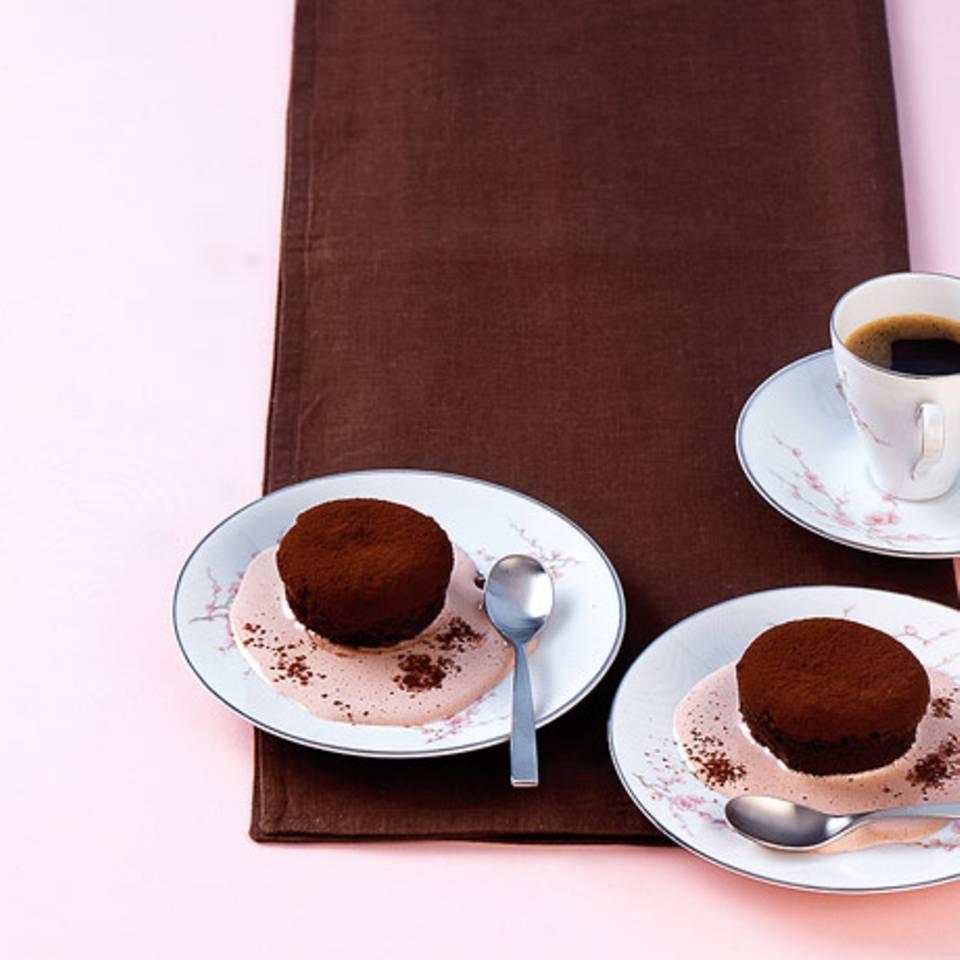 Schokoladenküchlein mit Portweinsauce Rezept