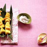 Obstspieße mit Chilisalz und -zucker